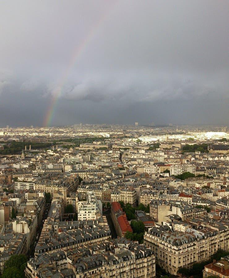 Tęcza i burz chmury nad Paryż fotografia royalty free