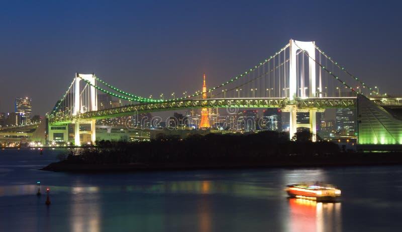 Tęcza most przy nocą, Tokio, Japonia obraz stock