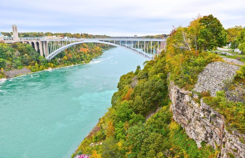 Tęcza most w Niagara Spada w jesieni obraz royalty free