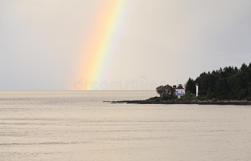 Tęcza nad Georgina punktu latarnią morską zdjęcia stock