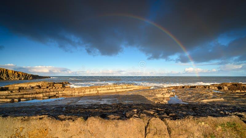 Tęcza nad Morzem Północnym na wybrzeżu Howick fotografia royalty free