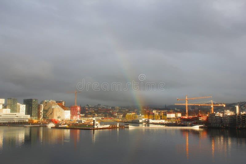 Tęcza nad Oslo, Norwegia, z seaview obrazy royalty free