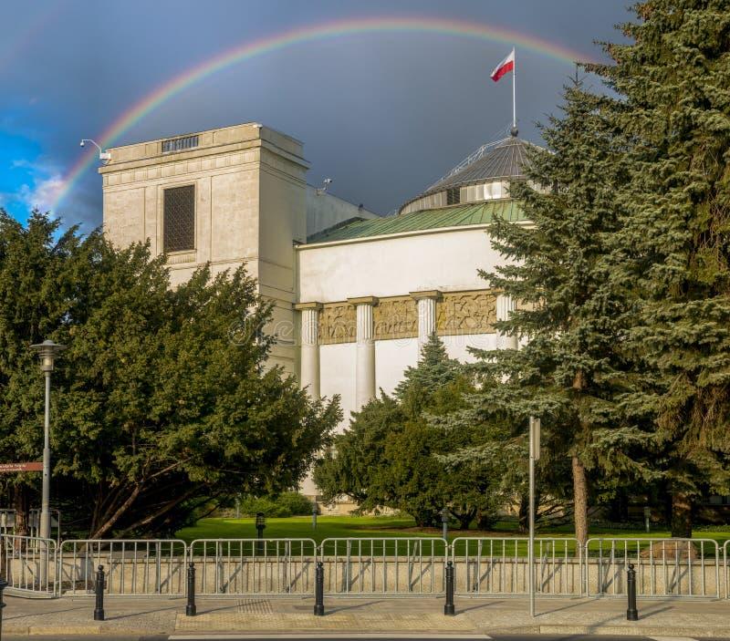 Tęcza nad parlamentem republika Polska obrazy royalty free