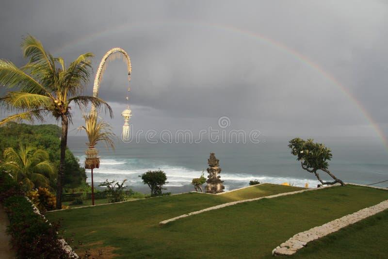 Tęcza nad Uluwatu, Bali, Indonezja zdjęcie stock