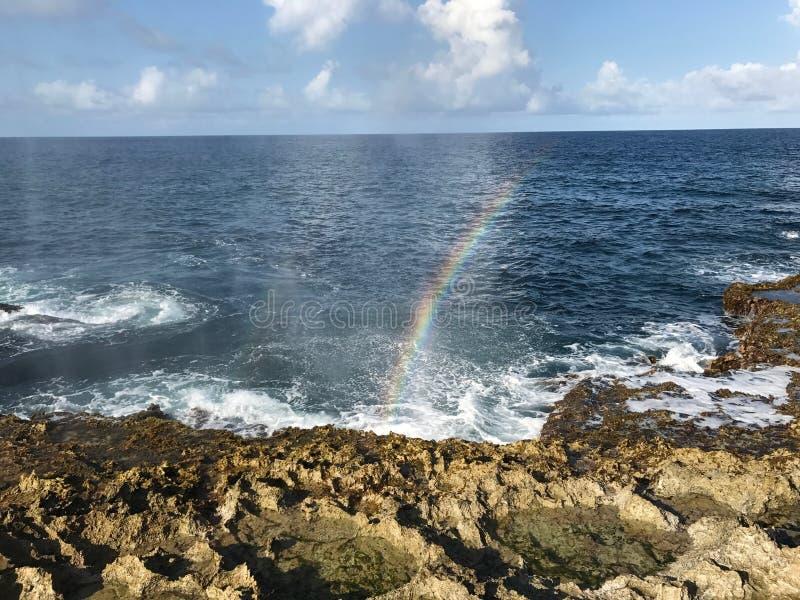 Tęcza odbija na morzu obrazy royalty free