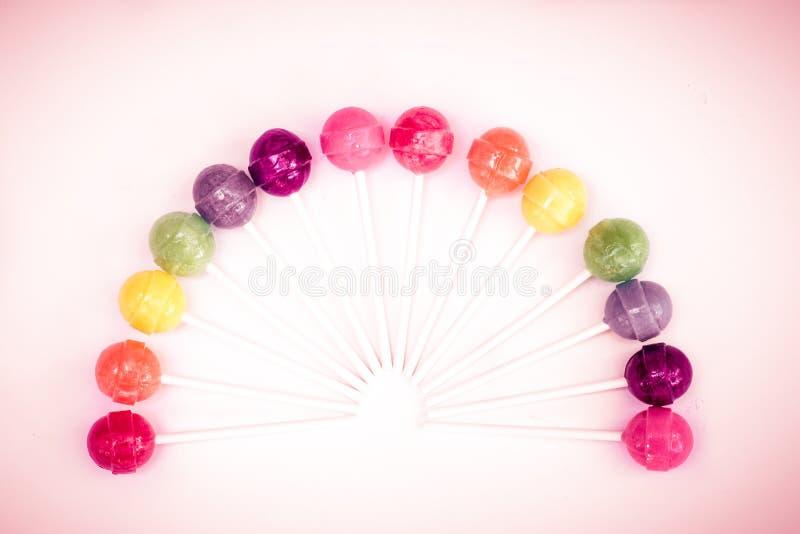 Tęcza projekt słodcy kolorowi lizaki zdjęcie stock