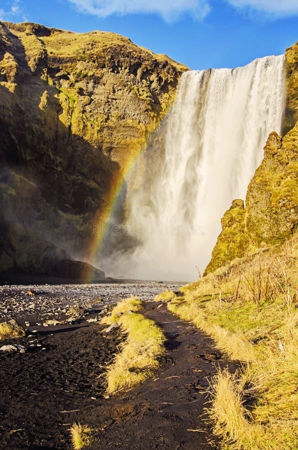 Tęcza przy Skogafoss siklawą Iceland zdjęcia stock
