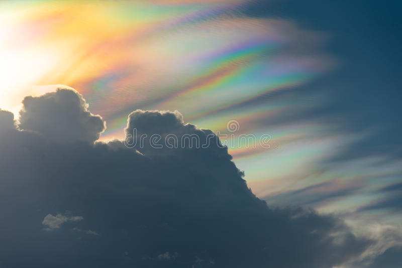 Tęczy chmura z widma światłem fotografia stock