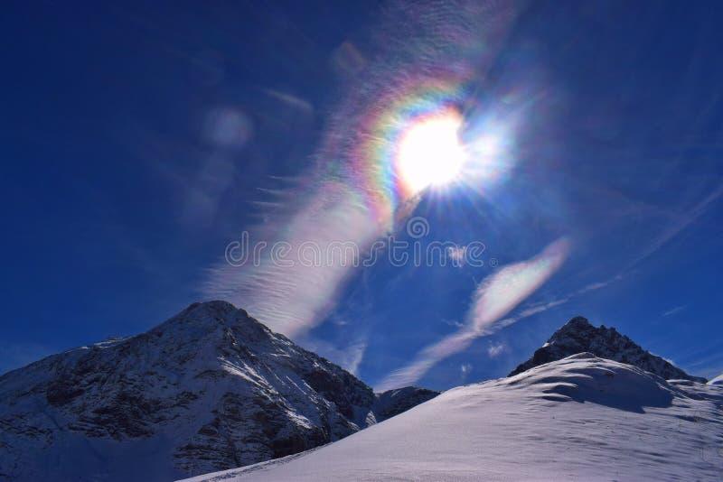 Tęczy serce w niebieskim niebie fotografia royalty free
