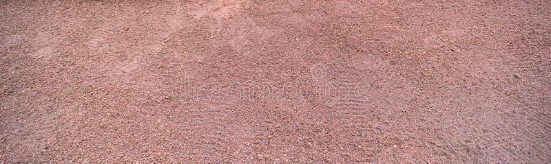 Tęsk horyzontalna czerwona piasek powierzchnia z obuwianymi drukami zdjęcia royalty free