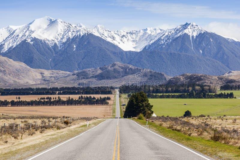 Tęsk Prosta droga i góry w Arthur ` s przepustce, Nowa Zelandia zdjęcia royalty free