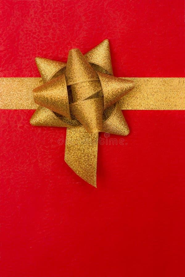 tła łęku prezenta złoty czerwony faborek obraz royalty free