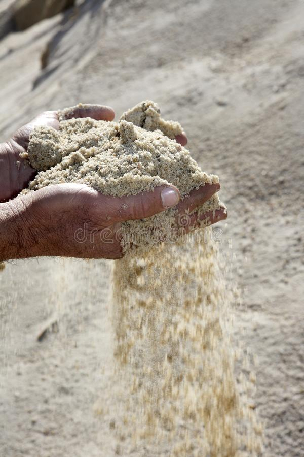 tła żwiru ręk mężczyzna łupu piasek obraz stock
