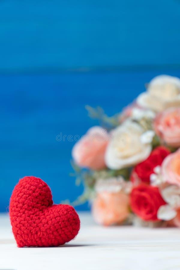 tła błękitny pudełka pojęcia konceptualny dzień prezenta serce odizolowywająca biżuterii listu życia dutki czerwień kształtował s obraz stock
