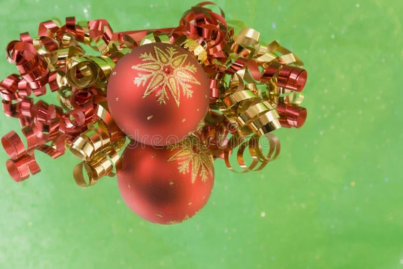 tła bauble zieleni czerwieni płatek śniegu zdjęcia royalty free
