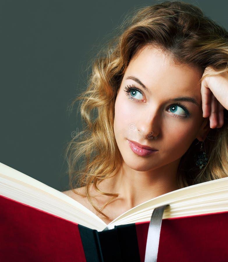 tła blondynki książki szarzy kobiety potomstwa fotografia stock