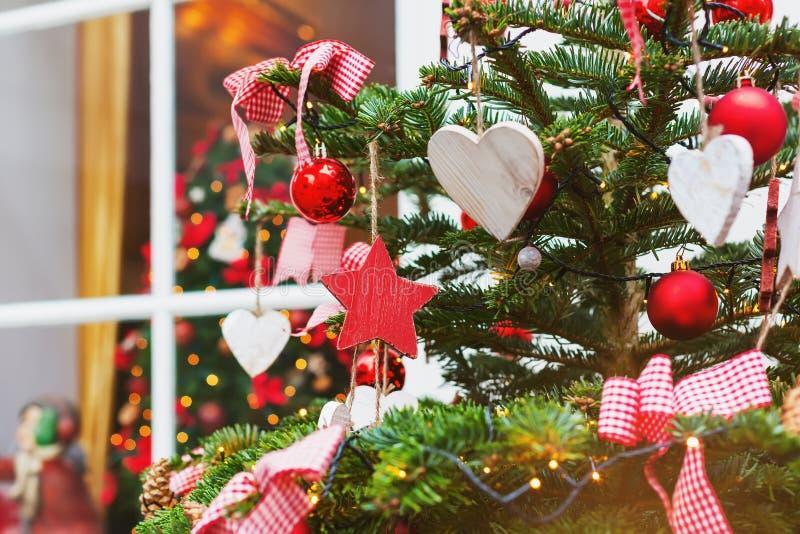 tła bożych narodzeń dekoracj odosobniony drzewny biel fotografia stock