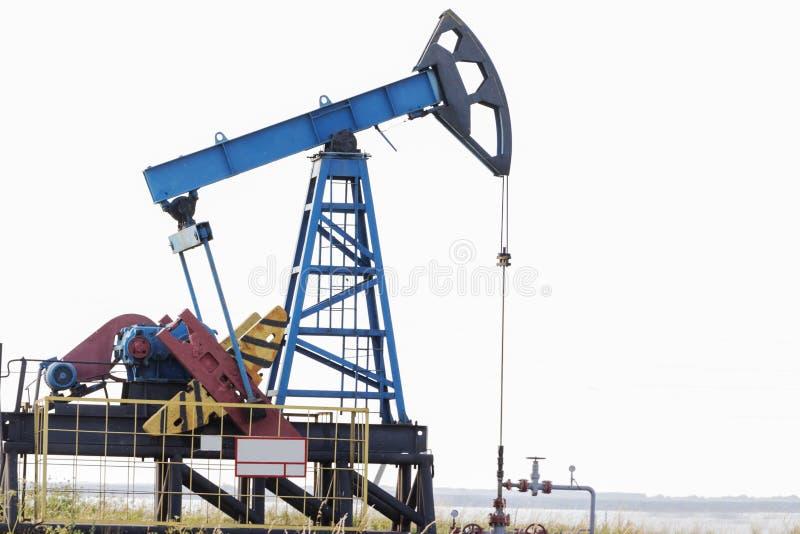tła czarny wieży wiertniczej nakreślenia biel nafciana przemysł pompa Russia Wyposażenie przemysł paliwowy zdjęcie stock