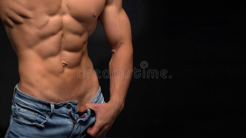 tła czerń odosobniona męska mięśniowa półpostać fotografia stock