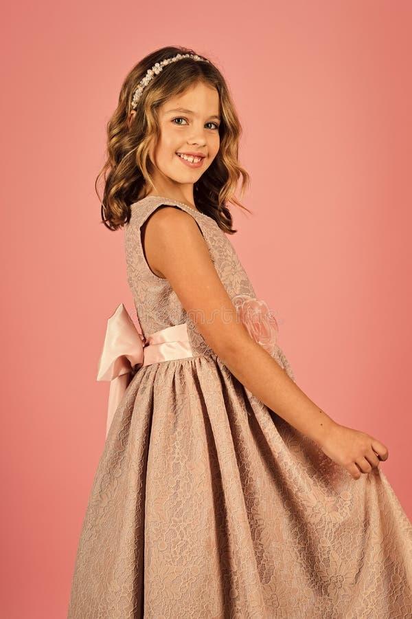 tła dziecka dziewczyny mały wzorcowy boisko dosyć Moda portret dziewczyny dziecko suknia Menchie obrazy royalty free
