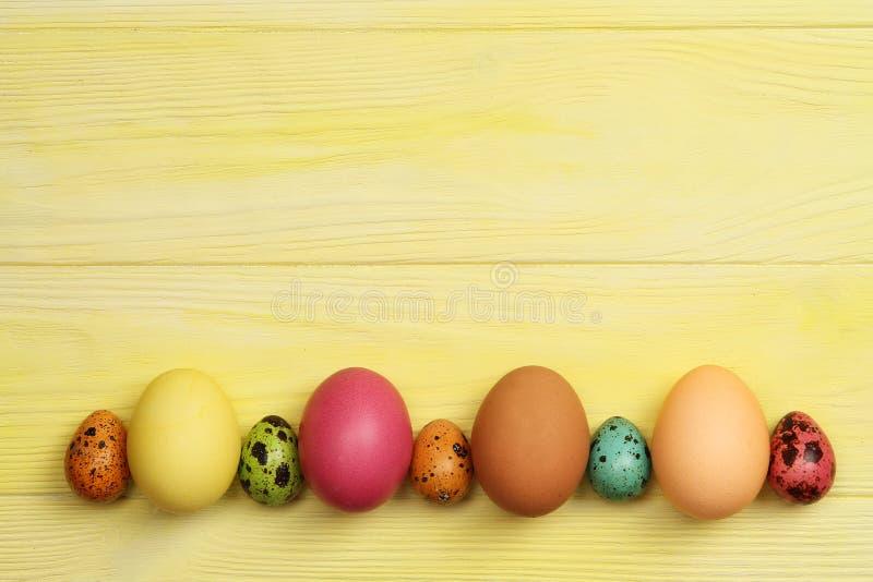 tła Easter jajek kolor żółty Z przestrzenią dla teksta fotografia royalty free