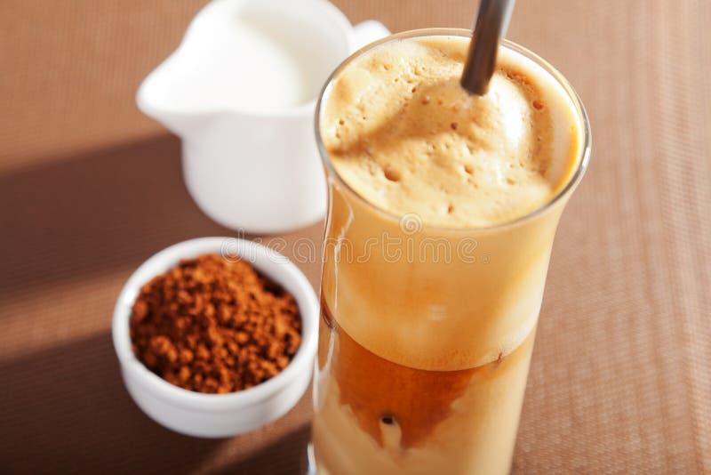 tła kawowego frappe odosobniony biel fotografia stock