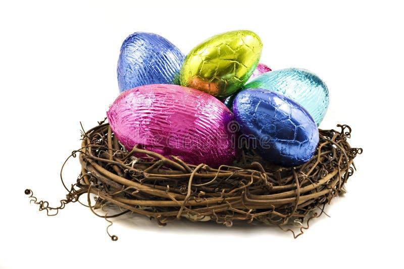 tła kolorowi Easter jajka biały zdjęcie stock
