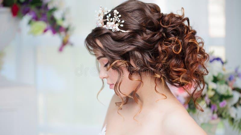 tła piękna panny młodej suknia odizolowywał portreta ślubu biel obrazy royalty free