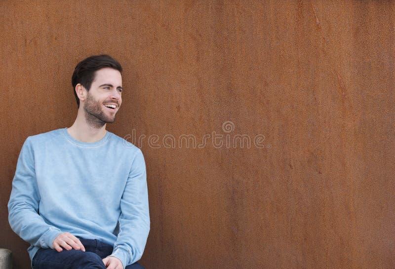 tła rozochoceni mężczyzna portreta przestrzeni teksta potomstwa obrazy stock