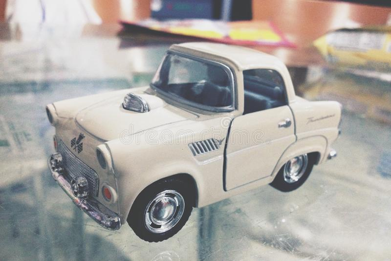 tła samochód odizolowywający zabawkarski biel fotografia royalty free