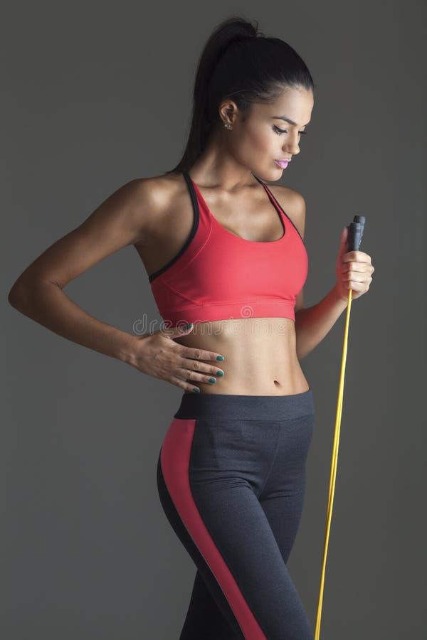 tła sprawności fizycznej szarość ściany kobiety potomstwa Sporty, ćwiczenie obrazy royalty free