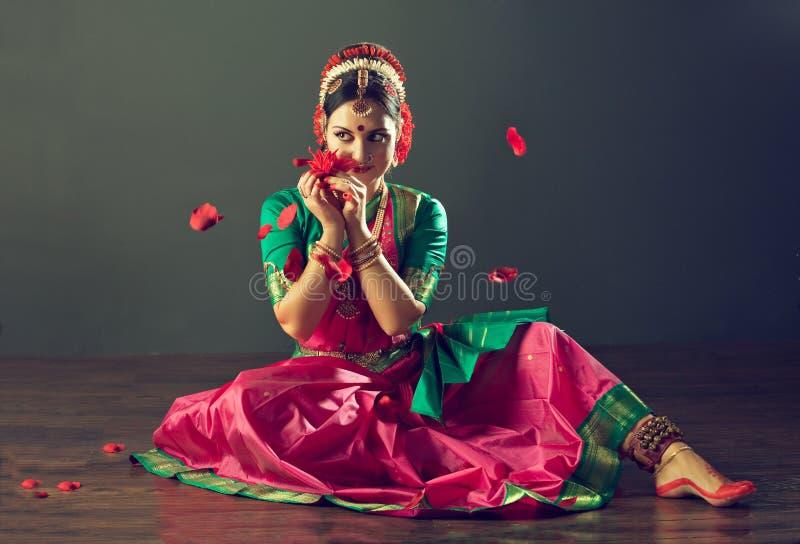 tła tana indyjscy białej kobiety potomstwa obrazy royalty free