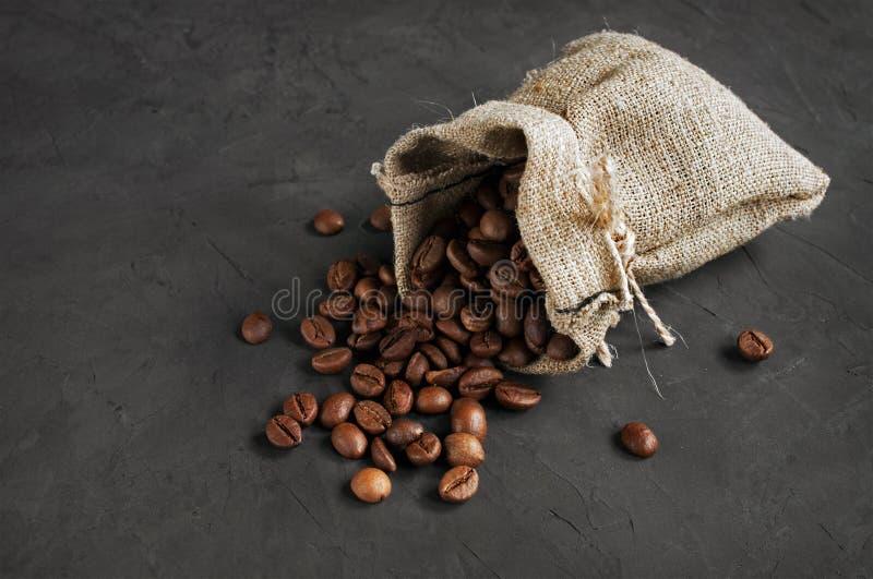 tła torby fasoli kawy odosobniony biel obrazy royalty free