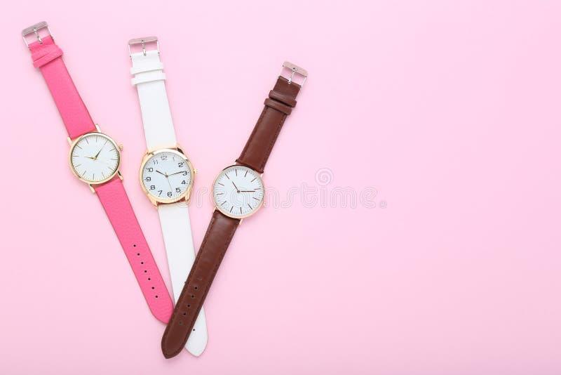 tła zamknięty zegarków biel nadgarstek zdjęcia stock