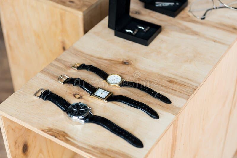 tła zamknięty zegarków biel nadgarstek obrazy royalty free