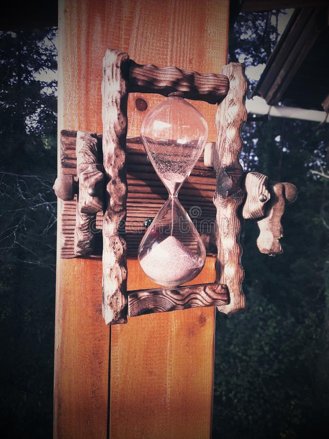 tła zegarowego obejmowania szary hourglass mężczyzna malował ciężarne piaska żołądka kobiety obraz stock