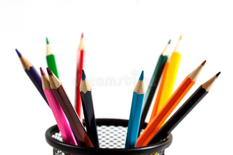 tło barwiący głębii pole odizolowywający ołówki spłycają biel obrazy stock