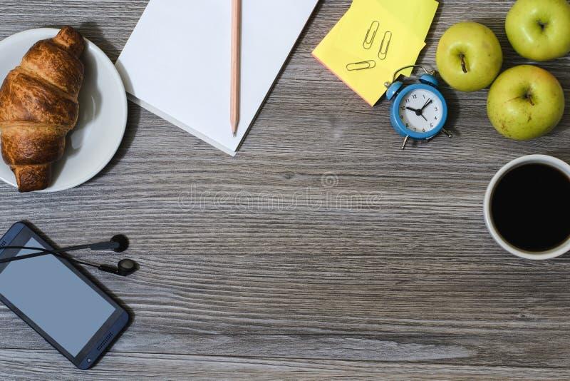 Tło biuro accessorise Notepad, filiżanka kawy, smar zdjęcia stock