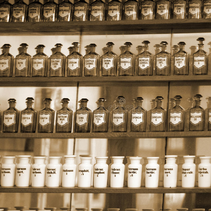Tło buteleczki z lek łaciną wymienia etykietki zdjęcie stock