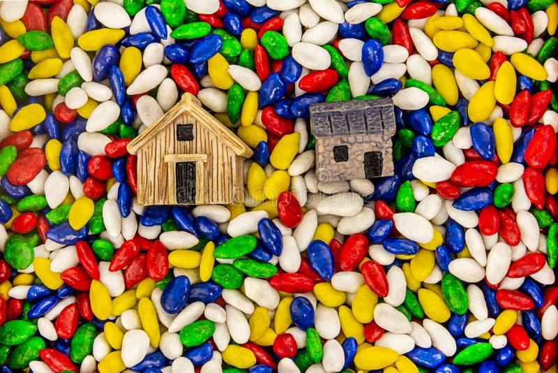 Tło ikony domu symbolu kraju domu wiejskiego przemysłowa stajnia na kolorowych podstawowych słonecznikowych ziarnach zdjęcie stock