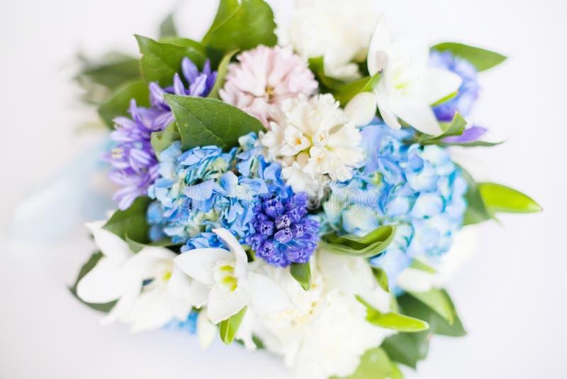 tło kwiaty odizolowywali biel zdjęcie stock