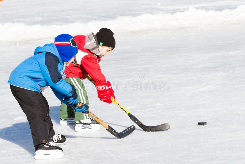 tło lód piękny zimny idzie odizolowywał lekkiej naturalnej łyżwiarskiej białej kobiety fotografia stock