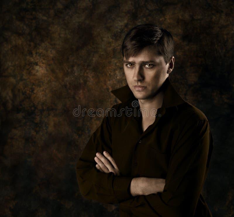 tło mężczyzna ciemny przystojny zdjęcie royalty free