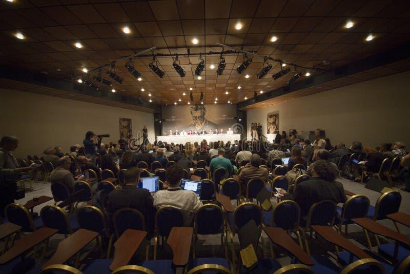 tło mikrofonów prasy konferencja odizolowane white obraz royalty free