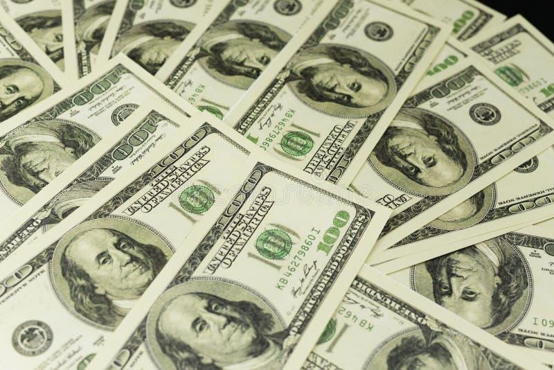 Tło mnóstwo banknoty pieniądze gotówka 100 dolarów obraz stock