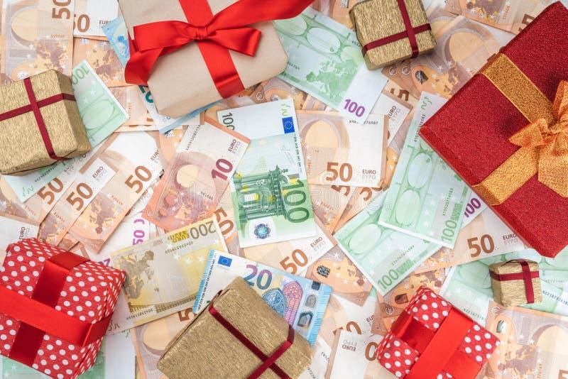 Tło od banknotów różna wartość Wiele prezenty w formie ramy Odgórny widok zdjęcie stock
