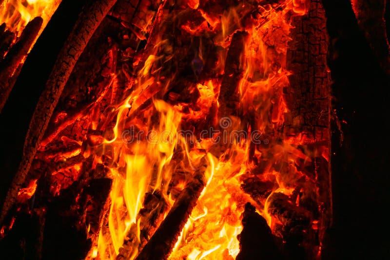 Tło - płomienia i palenia węgle fotografia royalty free
