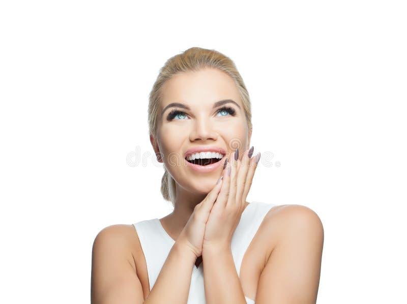 tło piękna odosobniona biała kobieta Szczęśliwa zdziwiona dziewczyna, ładna twarz obraz stock