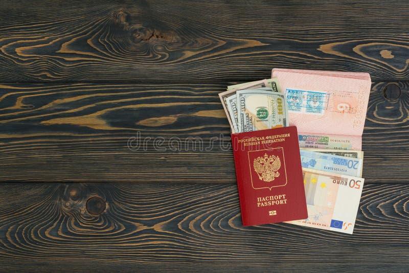 tło portfolio więcej mój podróż Różne rzeczy paszport, pieniądze ty potrzebujesz dla podróży - smartphone miejsce tekst fotografia stock