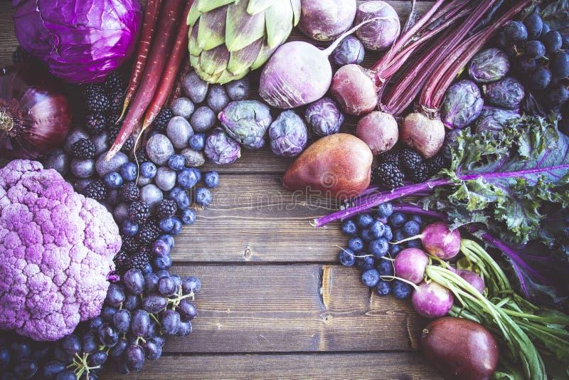 Tło purpurowi warzywa i owoc fotografia royalty free